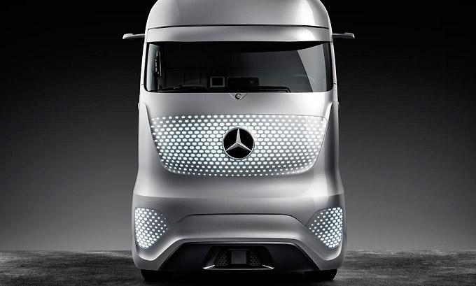 Selbstfahrender Lkw im Fernverkehr - Mercedes Future Truck 2025
