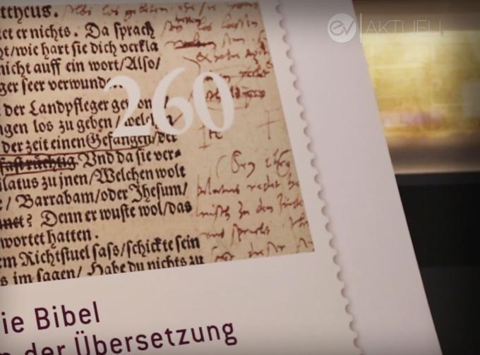 Eine Briefmarke mit der Handschrift Luthers