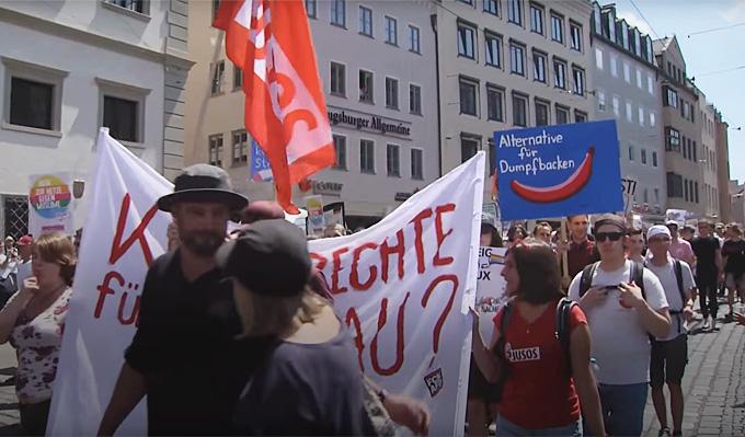 Video: Demo gegen AfD-Parteitag in Augsburg